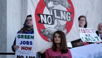 OR: Environmental Protesters Rally Against Jordan Cove Energy Project